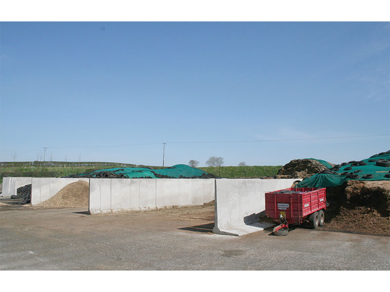 2.4m (8') Double Load Bearing Retainer or 'L' Walls used to construct silage pits 1