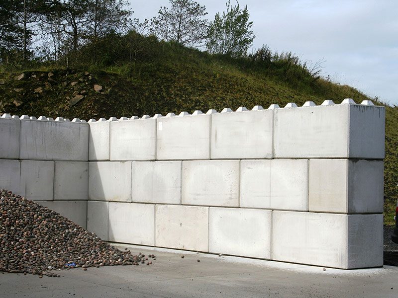 Quikbloc retaining walls used to form storage bays for aggregate